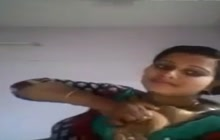 Indian slut shows tits for the cam