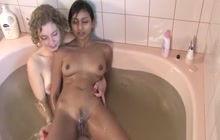 White chock making out with her Indian GF in the bath